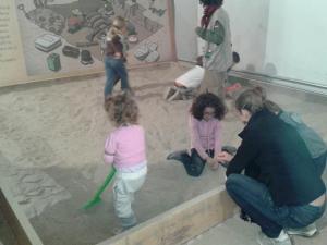 Cerchiamo le ossa del dinosauro