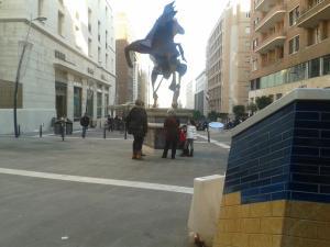 """Il cavaliere di Toledo e, in primo piano, un """"posso di luce"""""""