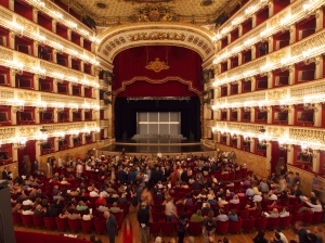 Première Le Dragon bleu au Teatro San Carlo, Napoli