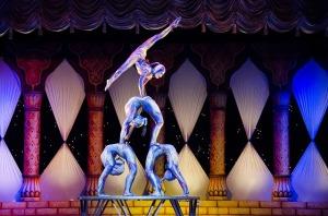 acrobats-412011_640